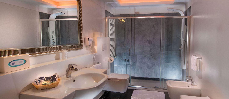 Suite deluxe hotel mediterraneo riccione - Bagno 60 riccione ...