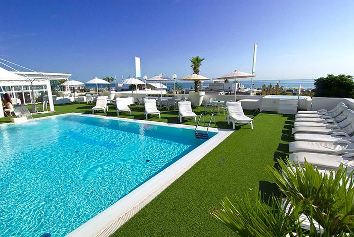 Hotel con piscina a riccione albergo 4 stelle sul mare hotel mediterraneo riccione - Hotel a pejo con piscina ...