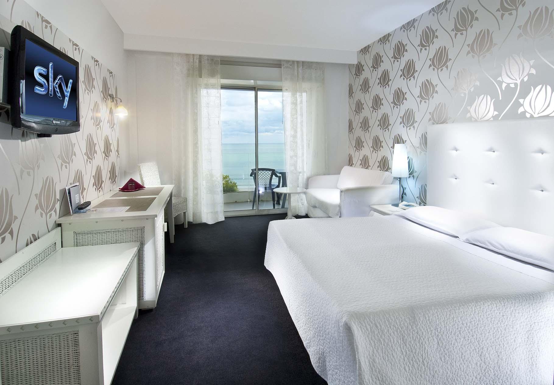Hotel riccione 4 stelle con camere vista sul mare hotel mediterraneo riccione - Bagno 70 riccione ...
